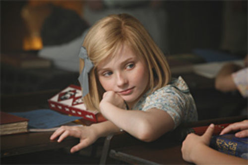 Abigail Breslin is Kit Kittredge: An American Girl.