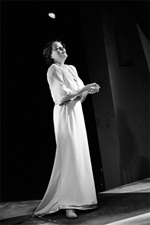 Martha Harmon Pardee hangs on to the past and present in The Glass Menagerie.