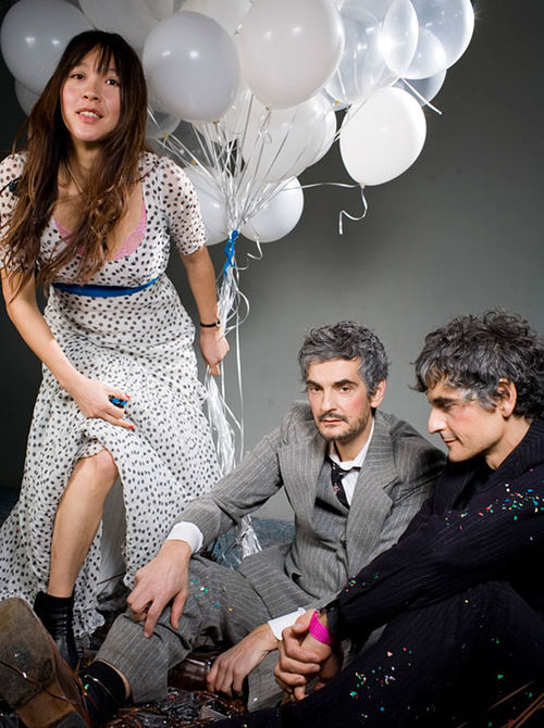 Blonde Redhead is neither.