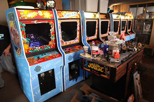 For the Kong Off II, Jamshid pieced together sixteen Donkey Kong games.