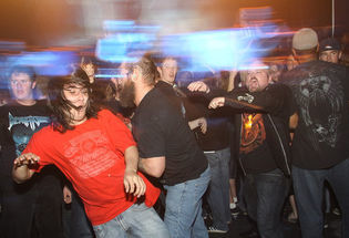The do's and don'ts of moshing