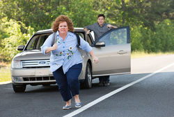 Melissa McCarthy and Jason Batmen star in Identity Thief.