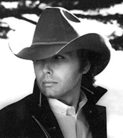 Dwight Yoakam sports a cowboy hat -- and a legend&#039;s repertoire.