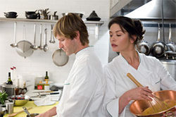 Aaron Eckhart and Catherine Zeta-Jones heat up the kitchen in No Reservations.