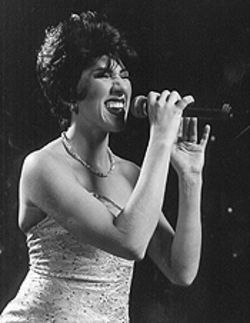 Emily Walter as Patsy Cline.