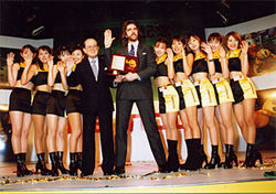 Billy Mitchell with the Pac-Man girls.