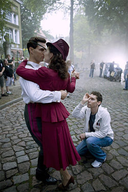 Bryan Singer directs Tom Cruise and Carice Van Houten on the set of Valkyrie.